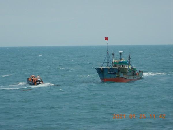 불법조업 중국어선 단속 장면 /사진제공=해양수산부